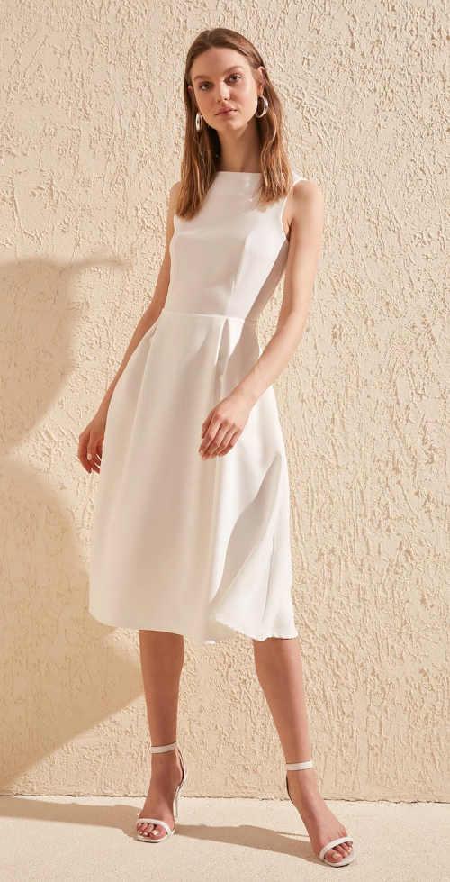 Elegantné dámske šaty bez rukávov v dĺžke ku kolenám