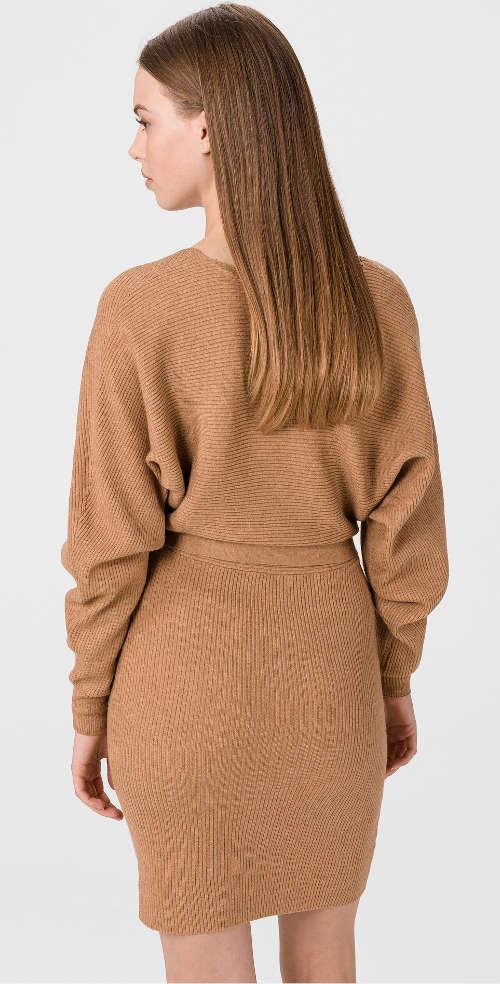 Moderné šaty v zavinovacom strihu hnedej