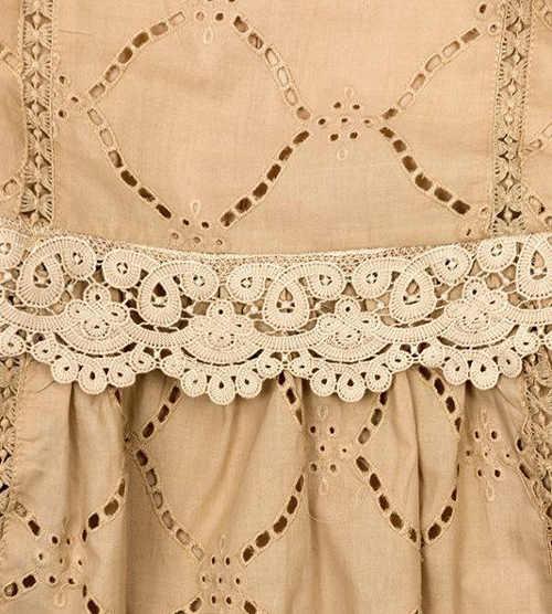 Dámske šaty s háčkovanou čipkou v páse