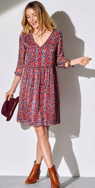 Krásne šaty voľného strihu s zaujímavou potlačou a 3/4 rukávmi