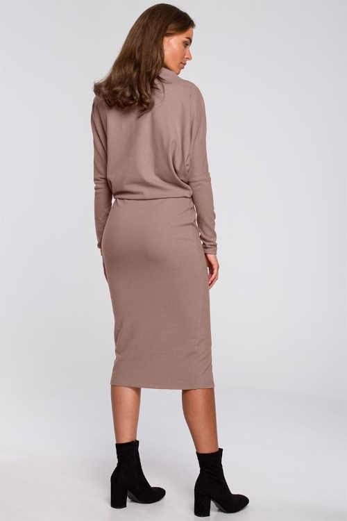 Moderné dámske šaty v midi dĺžke