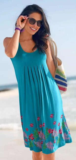 Modré letné dámske šaty s kvetinovou potlačou na sukni