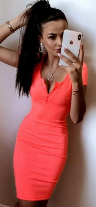 Sexi dámske šaty v neónovej farbe s krátkym rukávom
