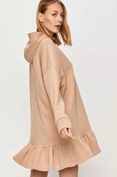Béžové pohodlné šaty s kapucňou