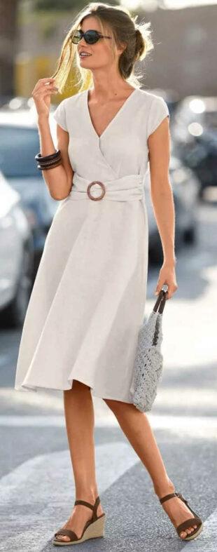 Krémové zavinovacie letné šaty so sponou v páse