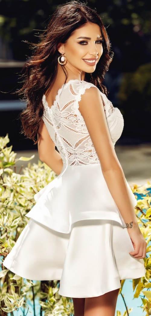 Biele volánovej šaty s čipkovanými chrbtom