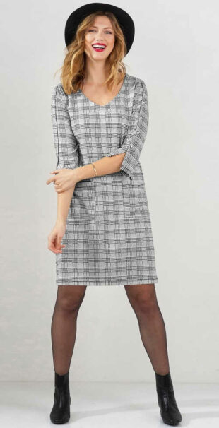 Elegantné kockované šaty z pohodlného úpletu