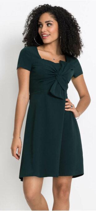 Krásne šaty s veľkou mašľou cez prsia