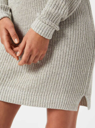 Šedé pletené dámske šaty s dlhými rukávmi