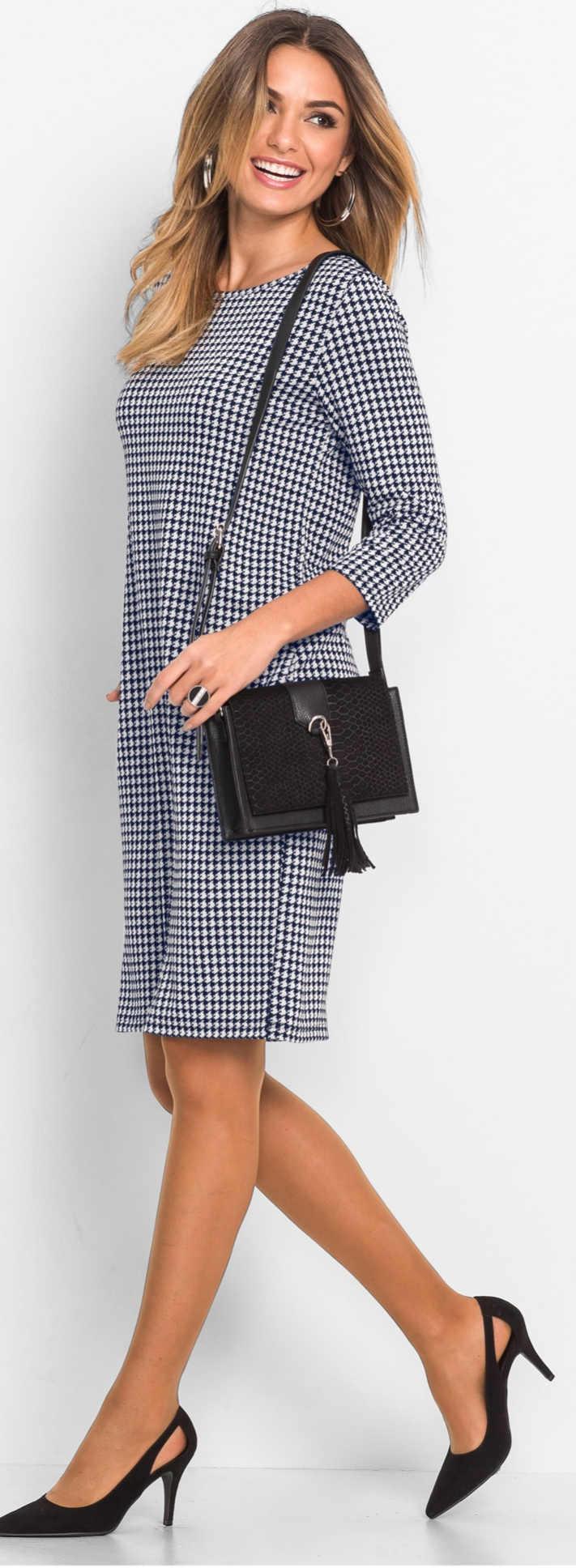 Čiernobiele kockované úpletové šaty