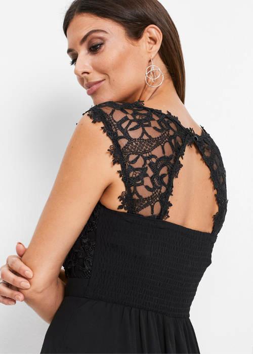 Plesové šaty s čipkovaným chrbtom