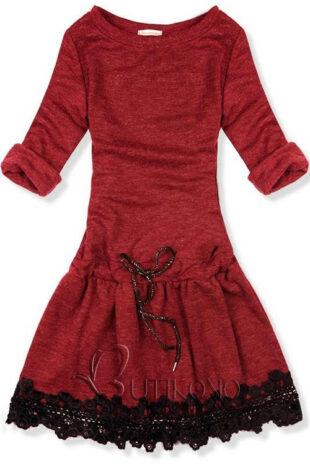Červené zimné krátke šaty s čipkou