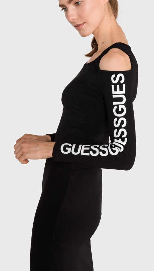 Dámske šaty s nápismi na rukávoch