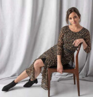 Dlhé dámske šaty s leopardím vzorom