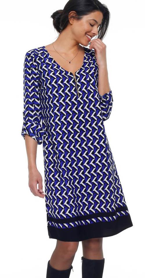 Šaty rovného strihu s výrazným vzorom a výstrihom na zips