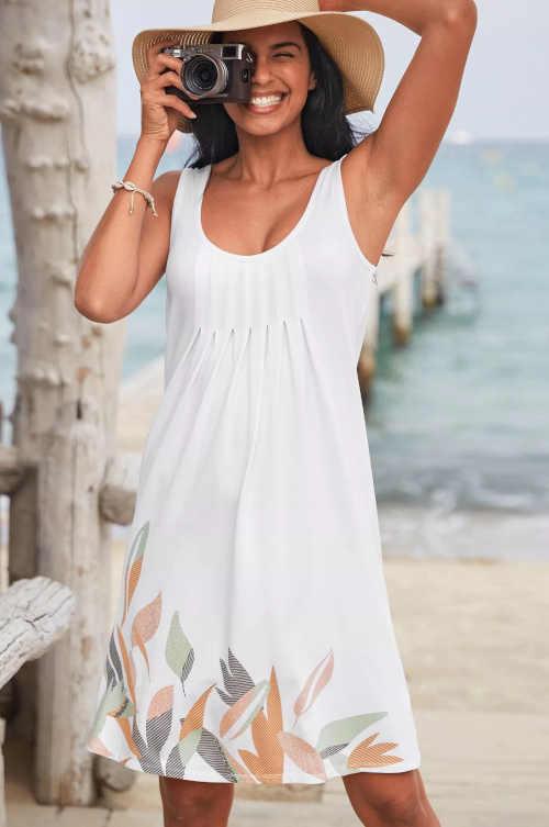Dámske letné šaty s potlačou v krátkej dĺžke