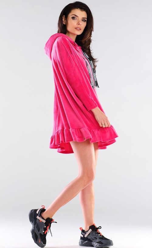 Ružové športové šaty s kapucňou a volánovým lemom