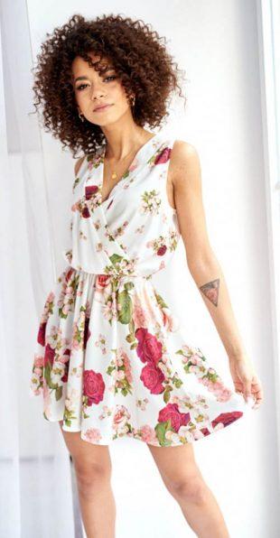 Elegantné biele letné šaty s kvetinovou potlačou