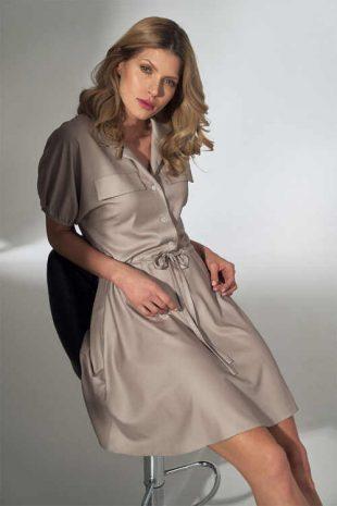 Elegantné šaty s gombíkovou légou a integrovaným opaskom