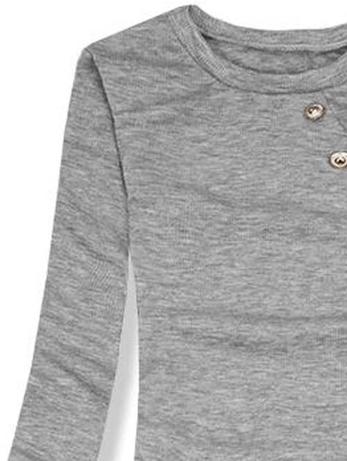 Lacné sivé pletené šaty