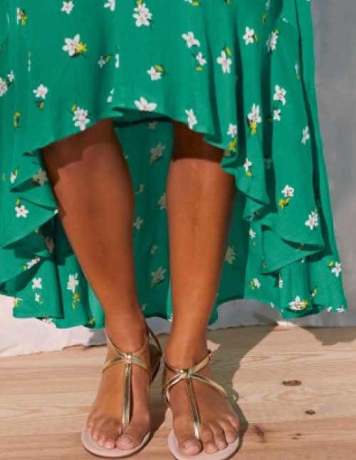Moderné šaty v zelenej farbe s kvetinovým vzorom