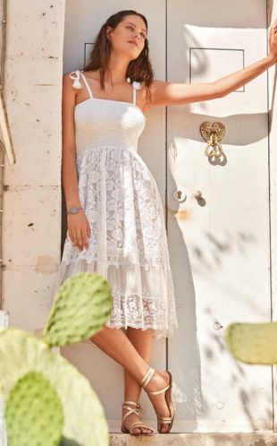 Plážové šaty v modernom dizajne z kvalitného materiálu