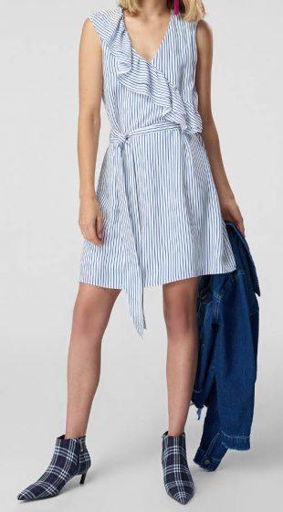 Pruhované modro-biele letné šaty so zavinovacími volánmi