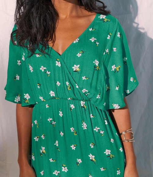 Zelené šaty v asymetrickom prevedení