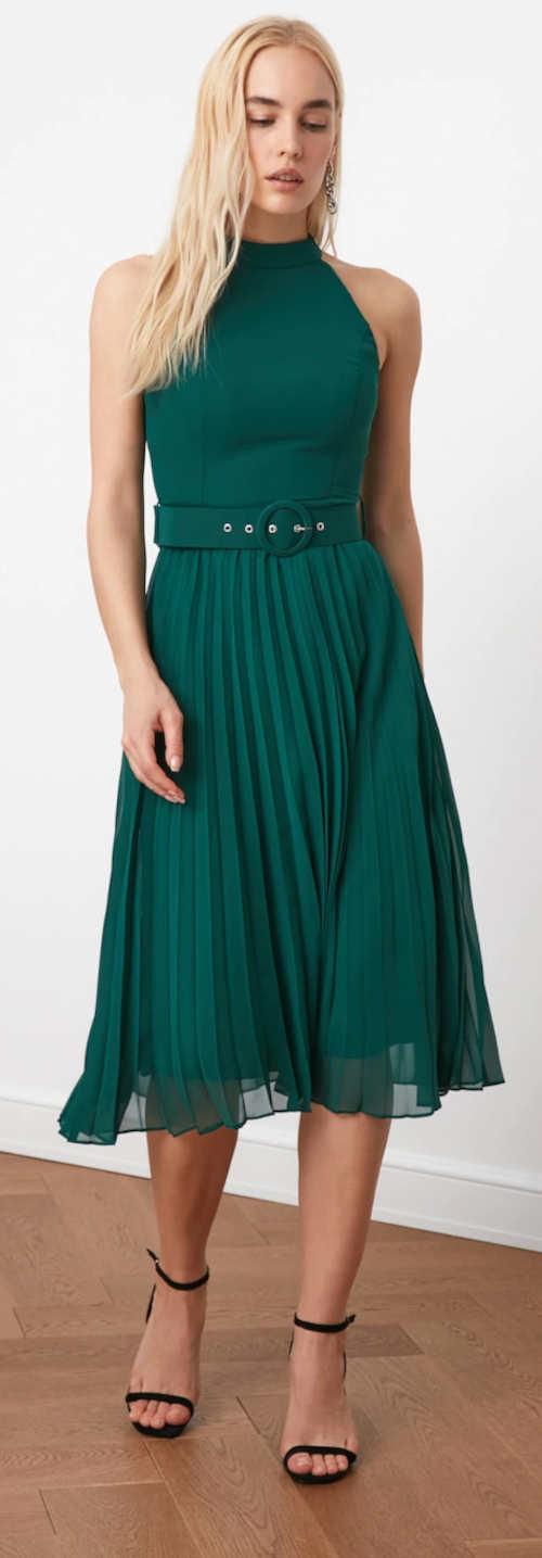 Zelené spoločenské šaty s plisovanou sukňou