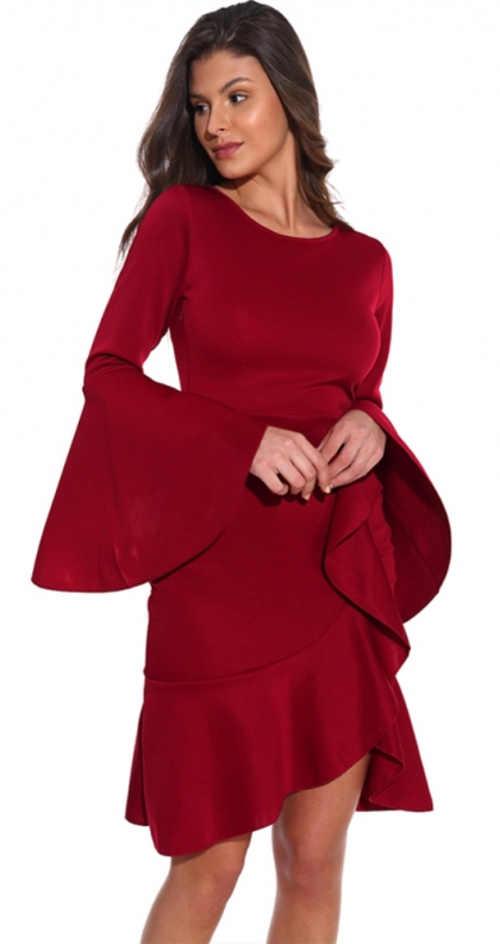 Červené plesové šaty so širokými volánmi na rukávoch