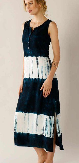 Dlhé dámske šaty bez rukávov s batikovaným vzorom
