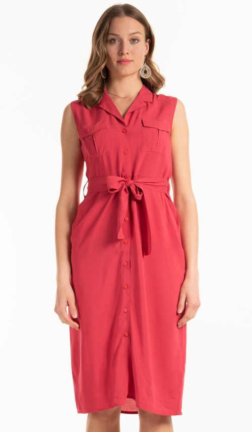 Moderné šaty bez rukávov nad kolená v košeľovom strihu