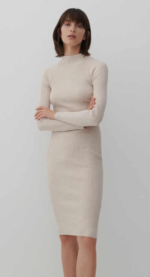 Módne dámske šaty z pohodlného úpletu, ktorý lichotí postave