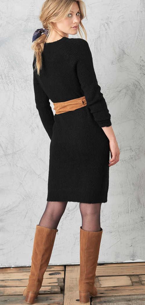 Pulóverové šaty s dlhými rukávmi a výstrihom