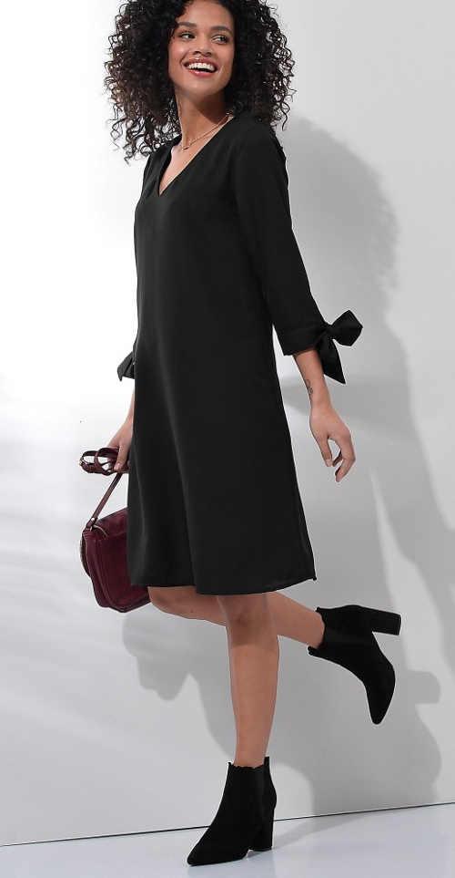 Štýlové šaty s dlhšími rukávmi a mašľou
