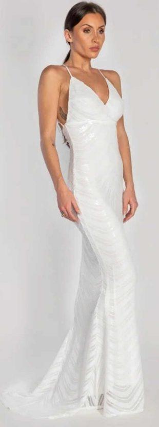 Svadobné šaty s vlečkou na tenkých popruhoch